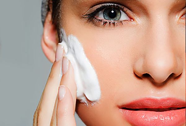 ARE-YOUR-WRINKLES-CAUSED-BY-DRY-SKIN-FEATURE-IMAGE